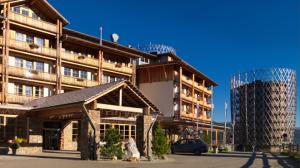 hotelansicht-sommer-hotel-cristallo-residences-edelweiss
