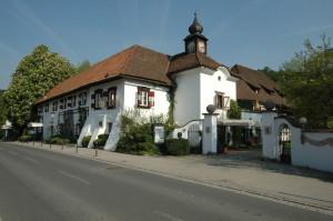 Poertschach_Schloss_Leonstain_01